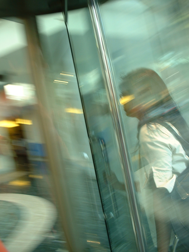 תקלות נפוצות בדלתות זכוכית לעסקים