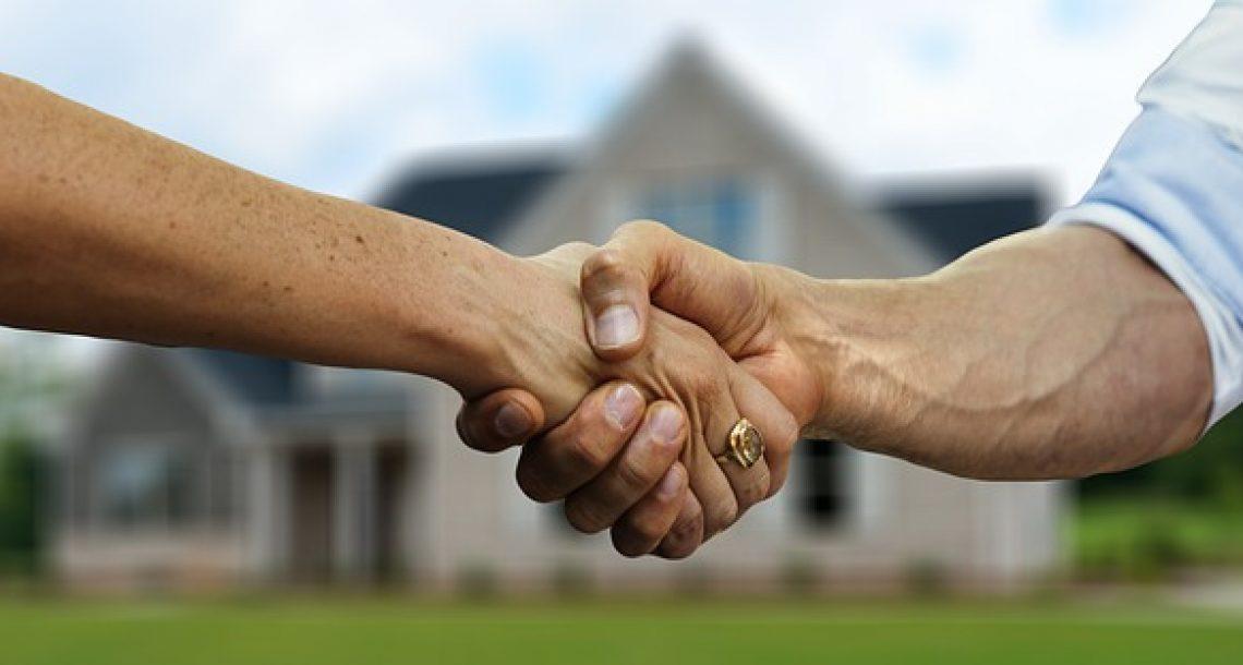 """מה עדיף לחפש דירה לבד או להיעזר במתווך נדל""""ן מוסמך?"""